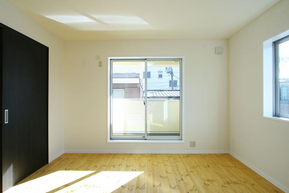 注文住宅ここち家名古屋市Y様邸2階掃き出し窓程よく光がはいります。