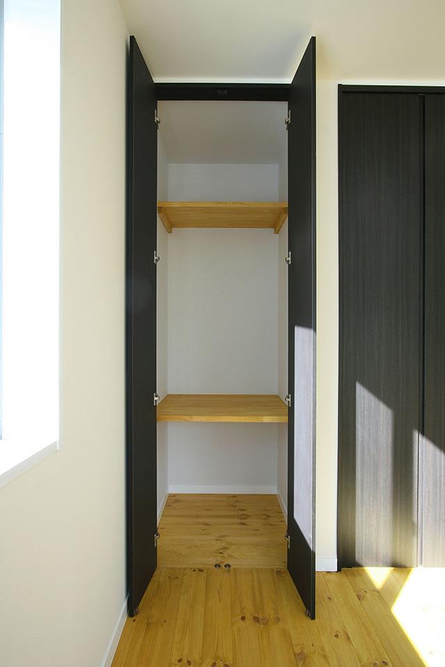 注文住宅ここち家名古屋市Y様邸大容量クローゼット使いやすい造作棚をつけました。