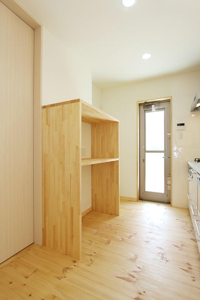 自然素材で建てる注文住宅ここち家S様邸キッチン造作棚