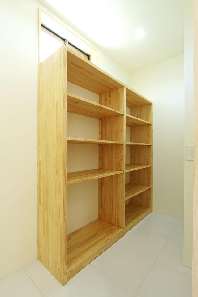 自然素材で建てる注文住宅ここち家S様邸洗面所造作棚